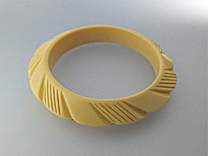 Lucite Cream Carved Bangle Bracelet (Image1)