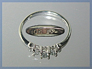 Ring10k White Gold 3 Stone Diamond