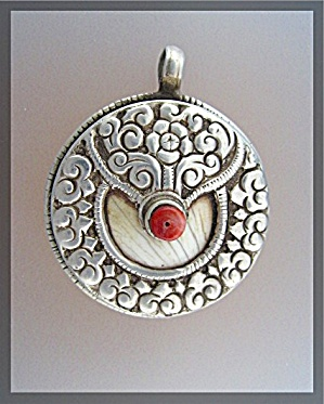 Sterling Silver Coral Shell Twin Fish Pendant Nepal (Image1)