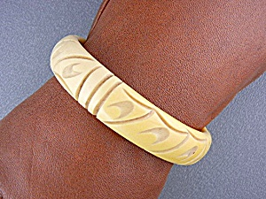 Bakelite Deeply Carved Bangle Bracelet Cream (Image1)