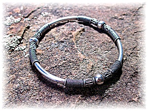 Bracelet Sterling Silver Bali Bangle (Image1)