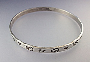 Native American  Sterling Silver Bangle Signed JS (Image1)