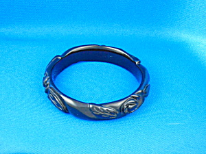 Bakelite Carved Black Bangle (Image1)