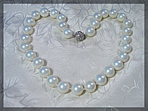 Shell Pearl Necklace Crystal Twist Clasp 11mm (Image1)