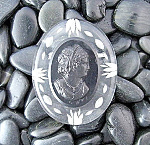 Cameo bakelite lucite Brooch Black and Clear (Image1)