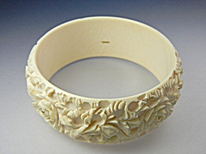Bracelet 14K Gold  Pre Ban Carved Ivory Bangle (Image1)