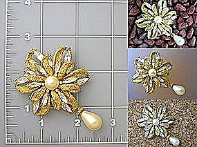 Vintage Brooch, Pin brushed goldtone, pearl crystals (Image1)