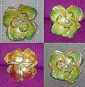 Vintage enamel Flower brooch pin (Image1)