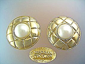 Clip Earrings - Morgan Taylor faux Mabe pearl gold tone (Image1)