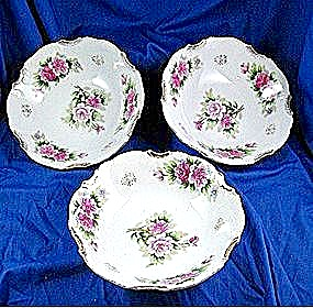 China floral bowls with gold trim and roses (Image1)