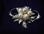 Click to view larger image of Vintage Pearl Brooch (Image1)