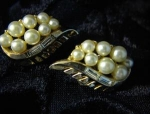 Earrings TRIFARI Goldtone Pearl & Baguette Clip