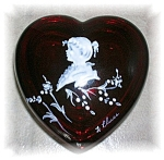 Click here to enlarge image and see more about item 1005200522: WESTMORELAND HEART SHAPED TRINKET BOX