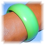 Click here to enlarge image and see more about item 1117200524: APPLE GREEN BAKELITE BANGLE, BRACELET....