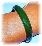 FACETTED APPLE GREEN BAKELITE BANGLE......