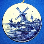 COLLECTOR'S PLATE DELFT BLAUW MADE IN HOLLAND....
