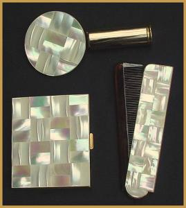 Mother of Pearl Compact -Lipstick- Comb set (Image1)