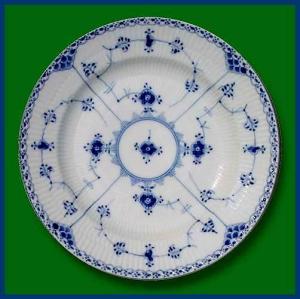 Royal Copenhagen  Blue Fluted Half Lace dinner plate (Image1)