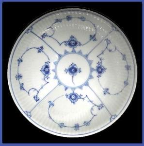 Royal Copenhagen Blue Fluted serving  bowl (Image1)