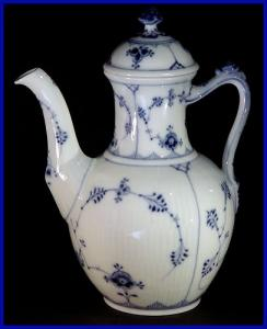 Royal Copenhagen Blue Fluted coffeepot (Image1)