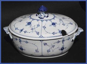 Large antique Royal Copenhagen soup tureen (Image1)
