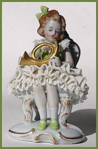 Old Sitzendorf figurine: Girl in lacy dress (Image1)