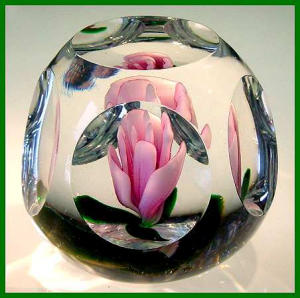 Kraft 1976:Crimped crocus faceted paperweight (Image1)