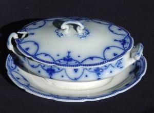 Flow Blue: LAWRENCE tureen & underplate (Image1)