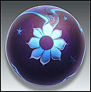 Lundberg 1977: Flower and waves paperweight (Image1)