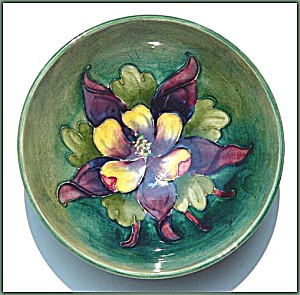 Moorcroft footed bowl (Image1)