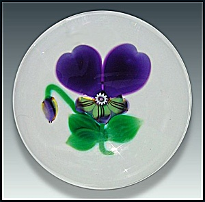 Selkirk Glass 2000: Pansy & bud paperweight (Hedgerow Ser.) (Image1)