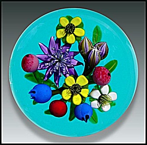 Ken Rosenfeld 2006: Flowers & berry bouquet paperweight (AP) (Image1)