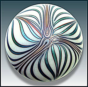 Smyers Glass 1977: Art nouveau design paperweight (Image1)
