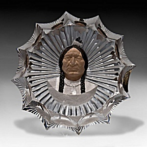 """D'Albret 1976: Faceted """"Sitting Bull"""" paperweight (Image1)"""