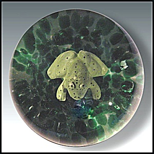 Joe St. Clair spotted frog sulphide paperweight (Image1)