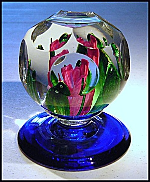 Pairpoint floral pedestal paperweight (Image1)