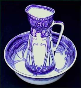 Flow Blue: AUBREY pitcher and wash bowl set (Image1)