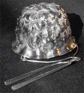 Unusual sterling silver tea strainer (Image1)
