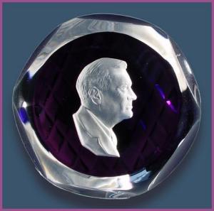 D'Albret: FDR sulphide paperweight (Image1)