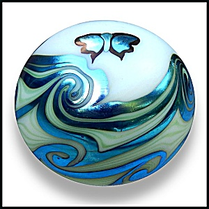 Lundberg Studios 1973: Butterfly and waves paperweight (SL) (Image1)