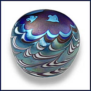 Lundberg Studios 1975: Fish over waves paperweight (DS) (Image1)