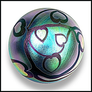 Lundberg Studios 1974: Hearts and vines paperweight (SL).  (Image1)