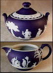 Click here to enlarge image and see more about item E090: Wedgwood jasperware sugar and creamer set