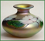 """Click to view larger image of Lundberg Studios """"White Hibiscus on Gold"""" vase (Image1)"""