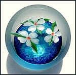 Click here to enlarge image and see more about item P139: Correia 1983: Floral paperweight