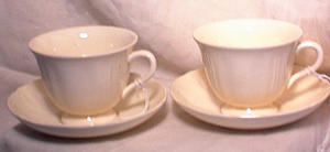 PR WEDGWOOD QUEENS CUPS & SAUCERS (Image1)