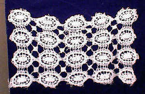 "PR VINTAGE HAND CROCHET/TATTED MATS ~ 7 1/2""X (Image1)"