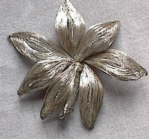 VINTAGE STERLING SILVER WIRE BROOCH (Image1)