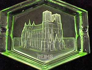 GREEN GLASS INTAGLIO REIMS CATHEDRAL SOUVENIR (Image1)