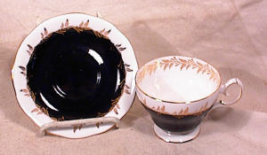 QUEEN ANNE CHINA BLACK/WHITE/GOLD TEACUP (Image1)